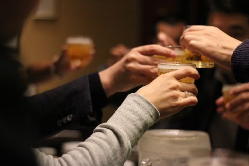 お酒の飲み過ぎに注意すべき画像